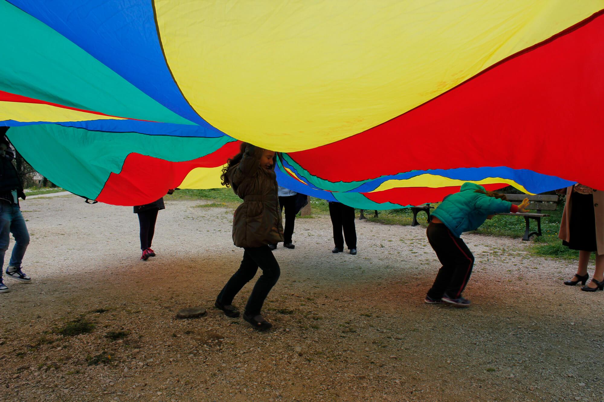 parachute-cooperatif-enfants