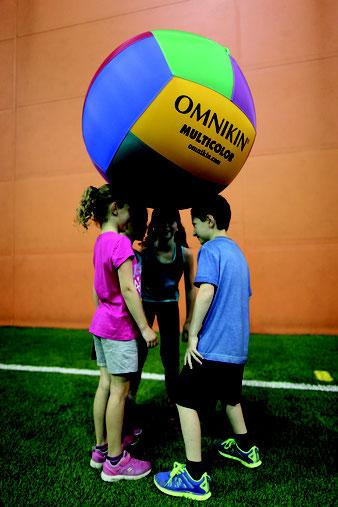 earth ball joueurs jeu cooperatif
