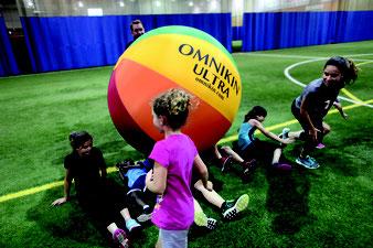 earth ball omnikin ultra jeu cooperatif joueurs enfants